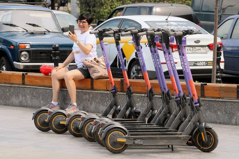 Прокат электросамокатов начал теснить велошеринг по всем позициям