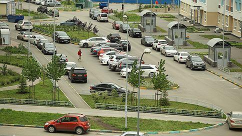 Мэрия выгонит авто с газонов  / Автомобилистов, которые паркуются на зеленых зонах и ездят по тротуарам, накажут рублем