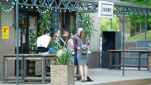 Нижегородские рестораторы начали возводить летние веранды  / Открыть их пока нельзя, но кафе и рестораны готовятся к снятию запретов
