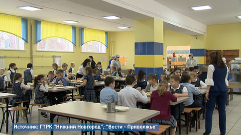 Комплексные проверки качества школьного питания проходят в Нижнем Новгороде  / Сегодня директор департамента образования администрации Нижнего Новгорода Владимир Радченко проверил качество горячего питания в школе №77