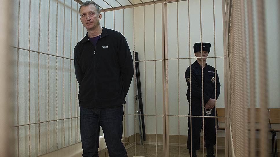 По версии следствия, кемеровские чиновники вымогали акции «Инского» прямо в региональном управлении СКР, которым руководит Сергей Калинкин
