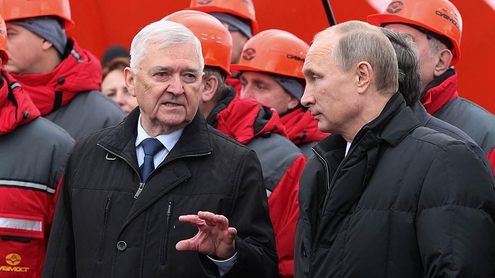 Председатель совета директоров ОАО «Сибмост» Альберт Кошкин (слева) несколько лет назад брал на себя большие обязательства