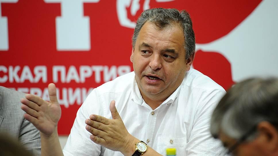 Второй секретарь новосибирского обкома КПРФ Ренат Сулейманов призвал вошедшие в коалицию организации принять участие в митинге профсоюзов 17 июля