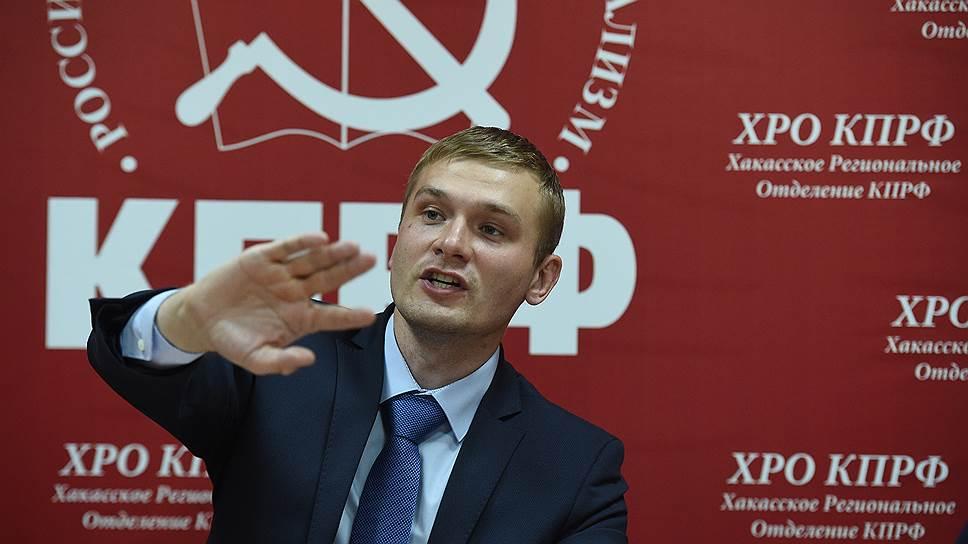 Против единственного кандидата на должность главы Хакасии Валентина Коновалова в регионе развернута информационная кампания, уверены коммунисты