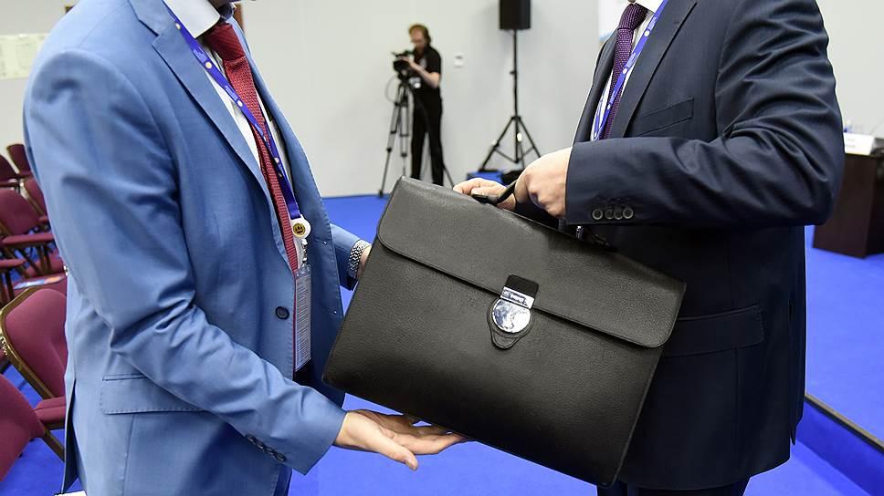 Основная проблема Валентина Коновалова — кадровая: у него очень небольшие возможности, ресурсов нет, уверены политологи