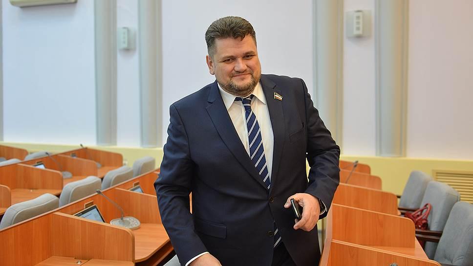Александр Жуков набрал 26 голосов депутатов Верховного совета Хакасии — этого ему едва хватило для того, чтобы стать сенатором
