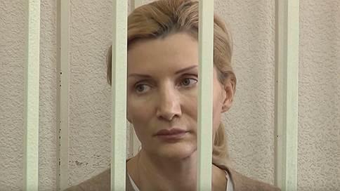 Два кроссовера до колонии  / Бывшая замглавы красноярского минэкономразвития осуждена на 10 лет за взятки