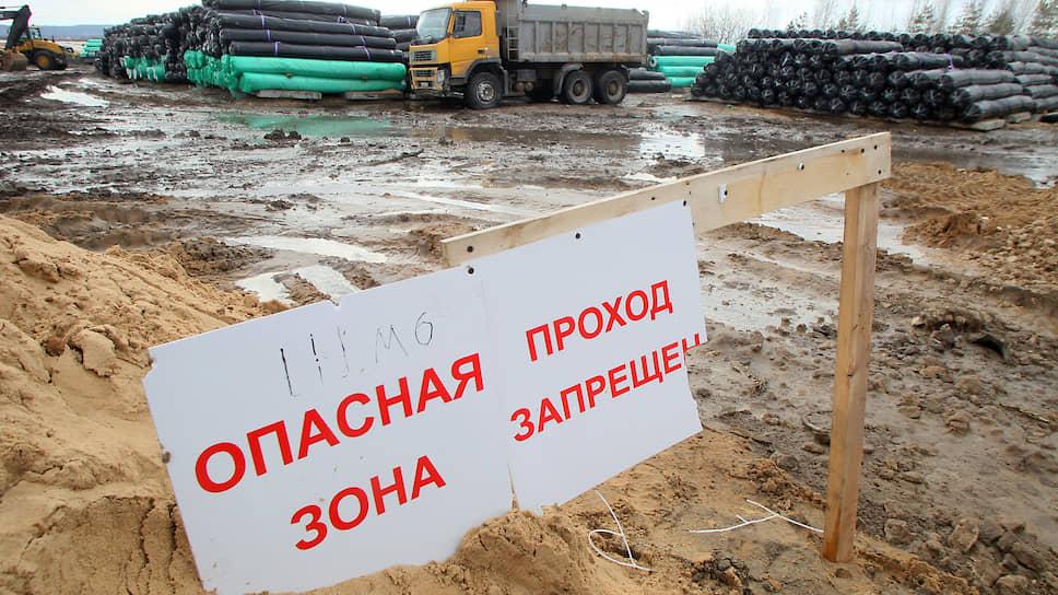 В числе опасных производственных объектов «Енисея» — шламонакопитель (водоем), со множеством фрагментов изделий твердого ракетного топлива