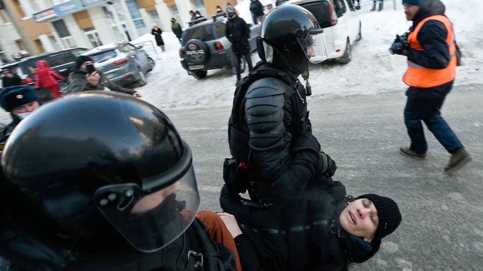 Протестам определили меру / Несогласованные акции в поддержку Алексея Навального завершились массовыми задержаниями