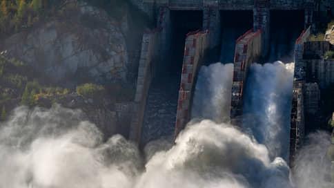Байкал в разлив // Постройкам в особых зонах грозят и затопление, и снос