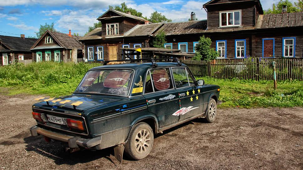 Автомобиль ВАЗ-2106 с нарисованными звездочками как на истребителе.