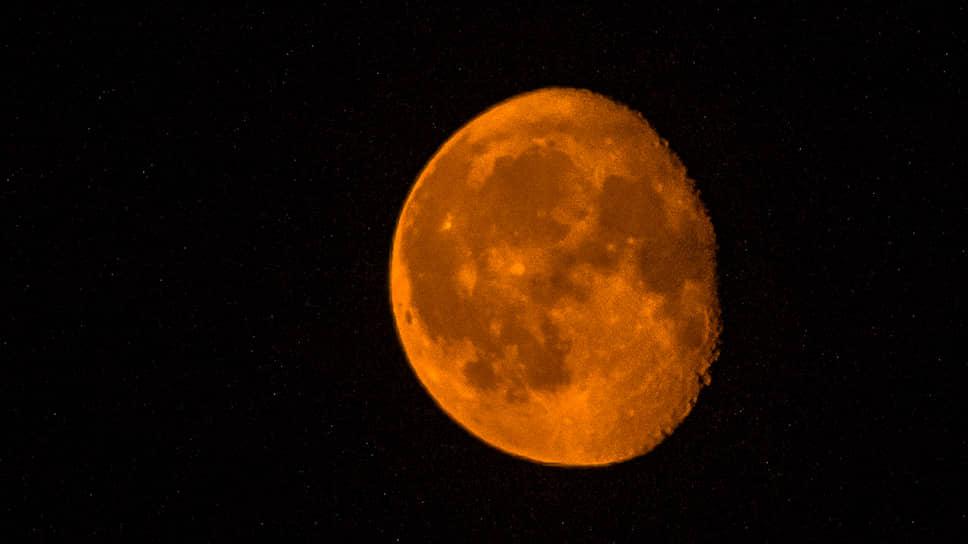 Красная луна над Новосибирском