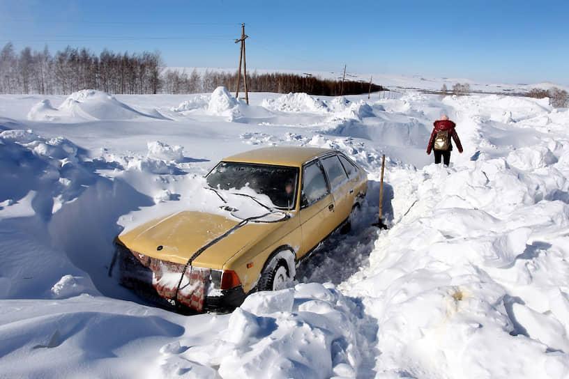 Последствия снегопадов в селе Барановка Змеиногорского района Алтайского края