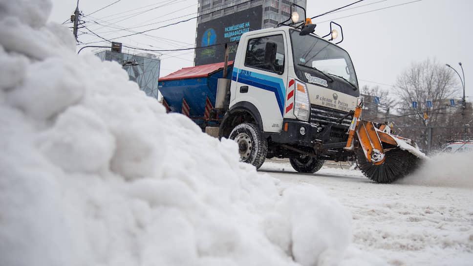 Уборка снега в центре Новосибирска