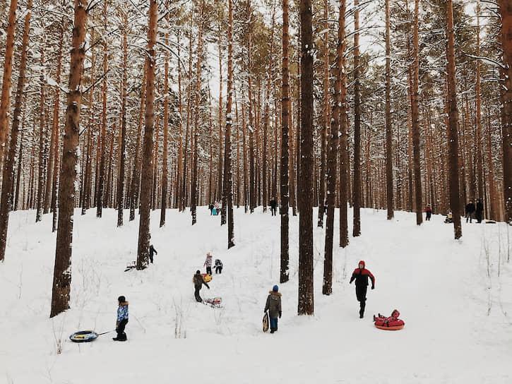 Жители новосибирского Академгородка гуляют во время январских праздников