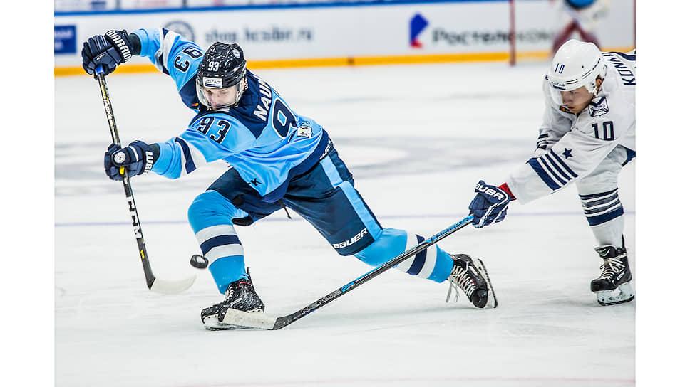 Игрок «Сибири» во время матча с «Адмиралом»
