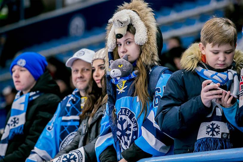 Болельщики «Сибири» во время матча