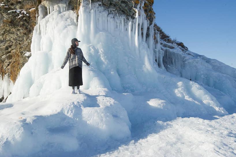 Корейская туристка на острове Ольхон на Байкале