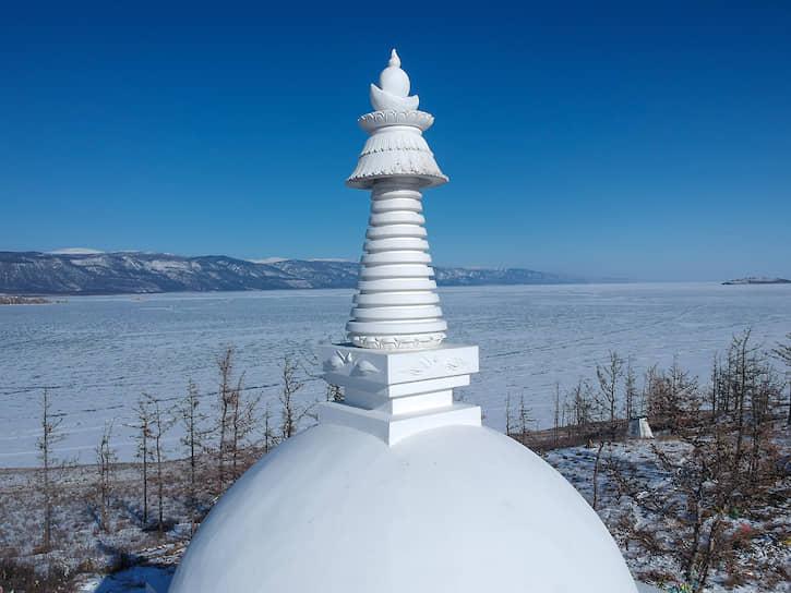 Буддийская ступа, она же Ступа Просветления или Священная буддийская Субурга, на острове Огой на Байкале