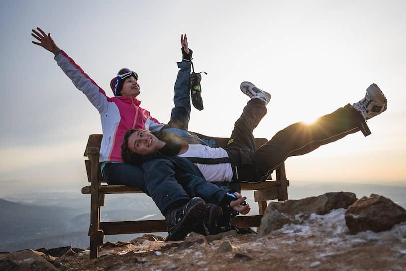 Туристы отдыхают на горнолыжном курорте Шерегеш в Кемеровской области