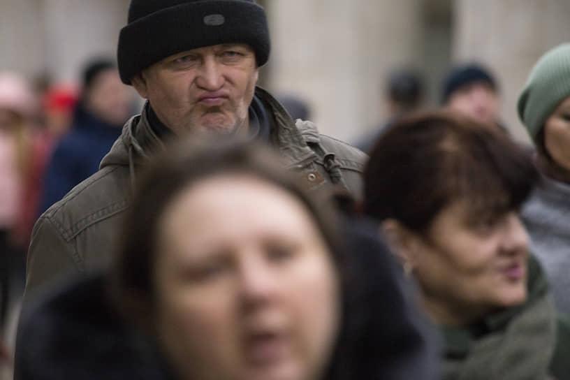 Сибиряки до последнего верят, что вирус обойдет стороной регион, и продолжают ходить по улицам без масок.
