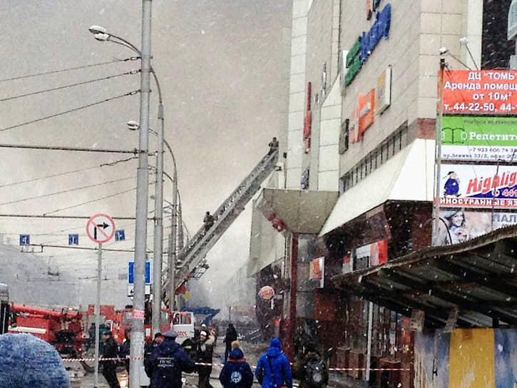 Пожар в торгово-развлекательном комплексе «Зимняя вишня» в городе Кемерово начался 25 марта 2018 года в 16:04 (по местному времени). По словам спасшихся, в здании образовалась давка