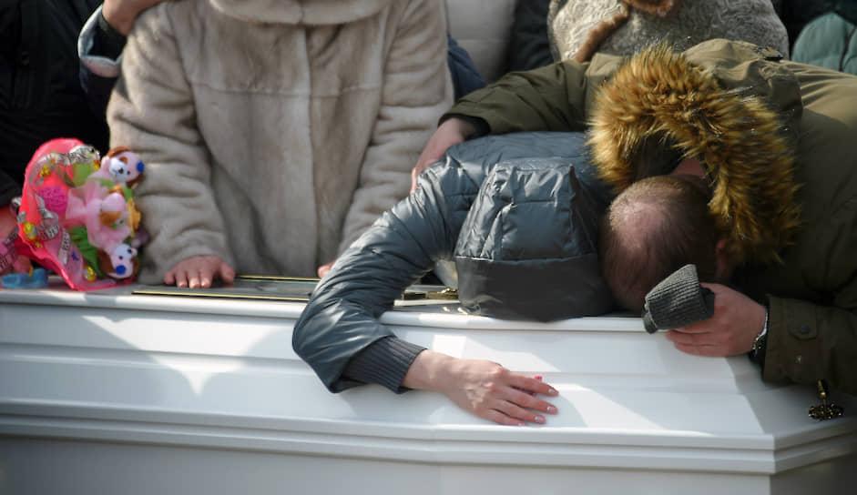 26 марта в сети появились сообщения о 300 жертвах трагедии. Позже стало известно, что слух запустил украинский пранкер Евгений Вольнов