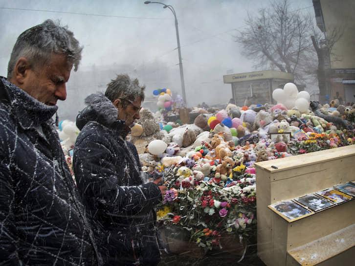 Погибло 60 человек, из них 37 детей. Пожар стал одним из двух наиболее значимых в истории современной России вместе с трагедией в пермском ночном клубе «Хромая лошадь» (2009 год)