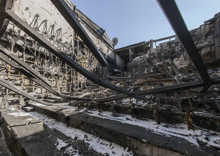 Среди причин пожара СМИ называли стремление бизнеса сократить свои издержки, неэффективность системы противопожарного надзора в России и коррупцию
