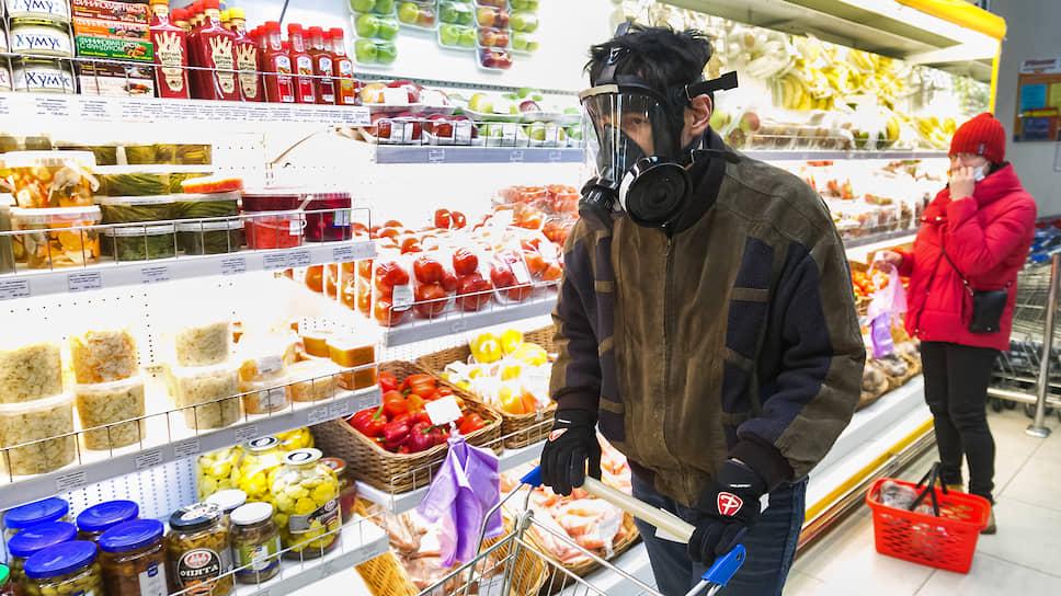 В ряде регионов Сибири был объявлен режим самоизоляции. Жителям разрешено покидать квартиру только для обращения за экстренной медицинской помощью, для совершения покупок в ближайшем магазине или аптеке, для выноса мусора и прогулки с домашним питомцем, а также для поездок на работу, если деятельность организации не приостановлена.