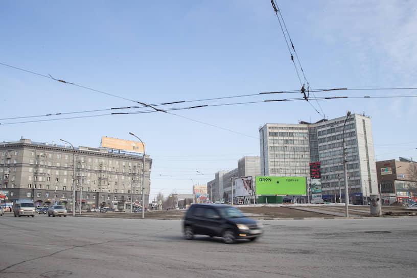 Движение на площади Калинина в Новосибирске