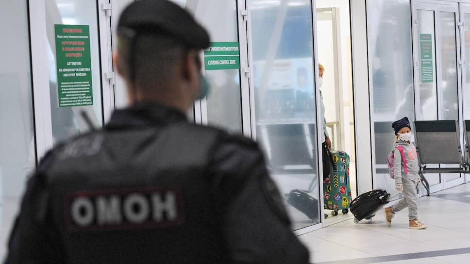 Позже было закрыто авиасообщение с Южной Кореей, Ираном, странами Евросоюза, а с 27 марта полностью отменены все регулярные и чартерные рейсы, кроме специальных рейсов по возврату россиян и полетов по особым решениям правительства