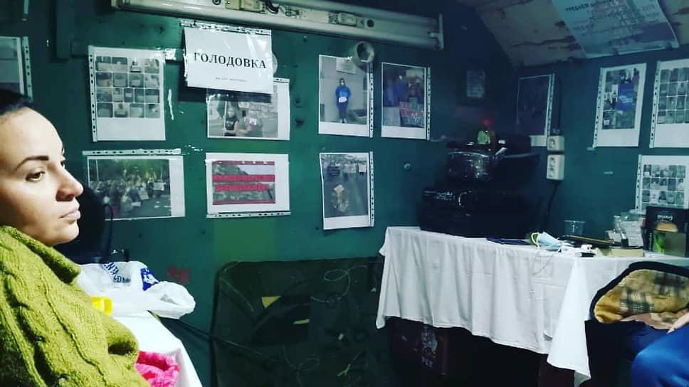 """Обманутые <a href=""""/doc/4595380"""">дольщики</a> ЖК «Новомарусино» в Новосибирске отказываются прекращать бессрочную голодовку и требуют от руководства региона немедленных конкретных решений по проблемным домам"""