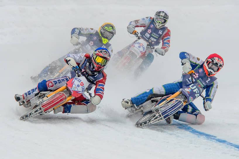 Спидвей – мотоциклетный вид спорта, ледовая гонка без тормозов