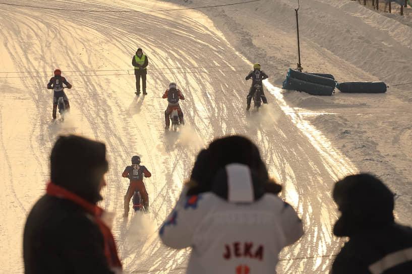Этап финала Кубка России по спидвею на льду состоялся на мотодроме в Кировском районе 9 и 10 января