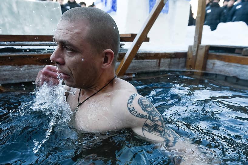 Крещенские купания в исправительной колонии №18 ГУ ФСИН России по Новосибирской области