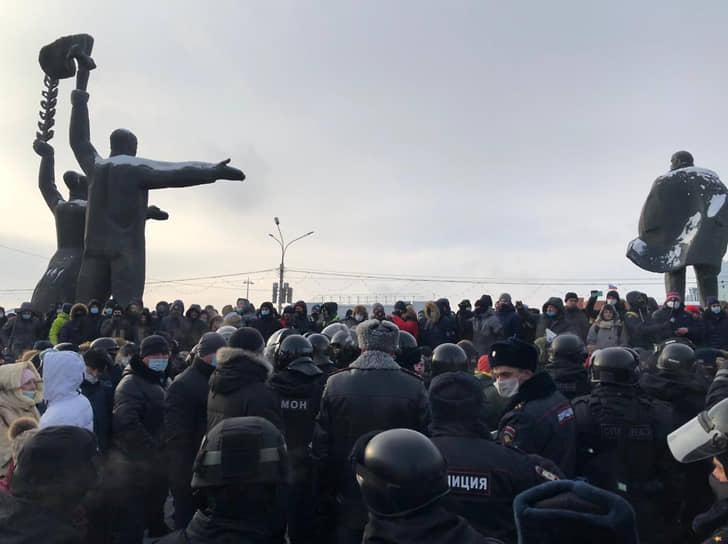 Митинг в поддержку политика Алексея Навального площади Ленина в Новосибирске