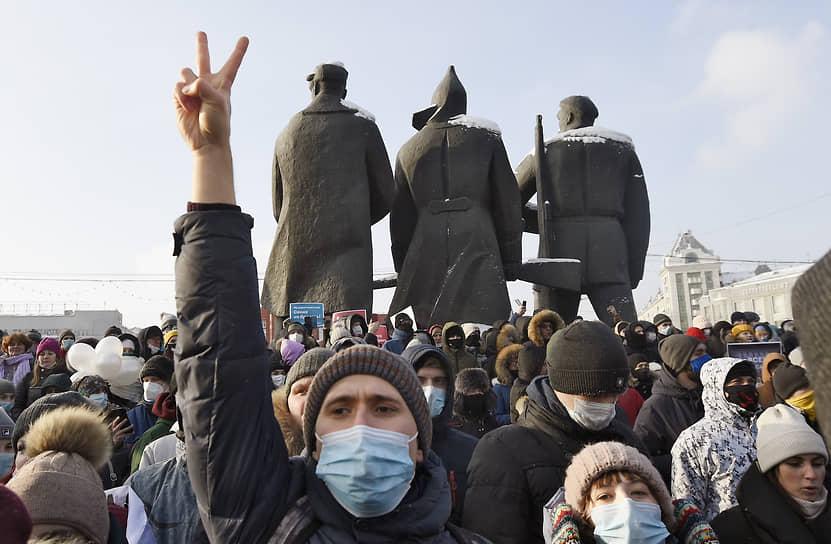 Шествие в поддержку политика Алексея Навального на Красном проспекте и площади Ленина в Новосибирске