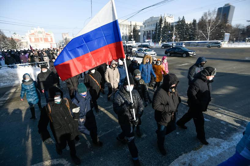 Участники шествия направлялись к областному правительству
