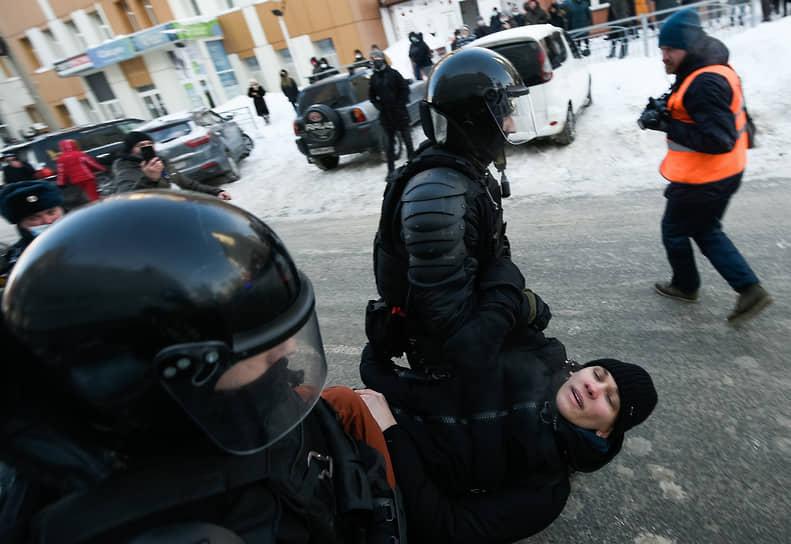 Несанкционированная акция в поддержку оппозиционера Алексея Навального в Новосибирске. Задержание участников акции