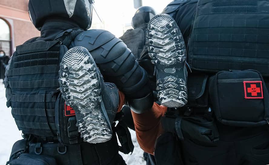 Задержание во время несанкционированной акции в поддержку оппозиционера Алексея Навального в Новосибирске