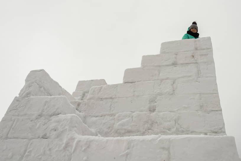Снежная башня на Обском море в новосибирском Академгородке