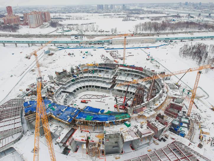 Вид с высоты на строительство нового ледового дворца спорта «Новосибирск-Арена»