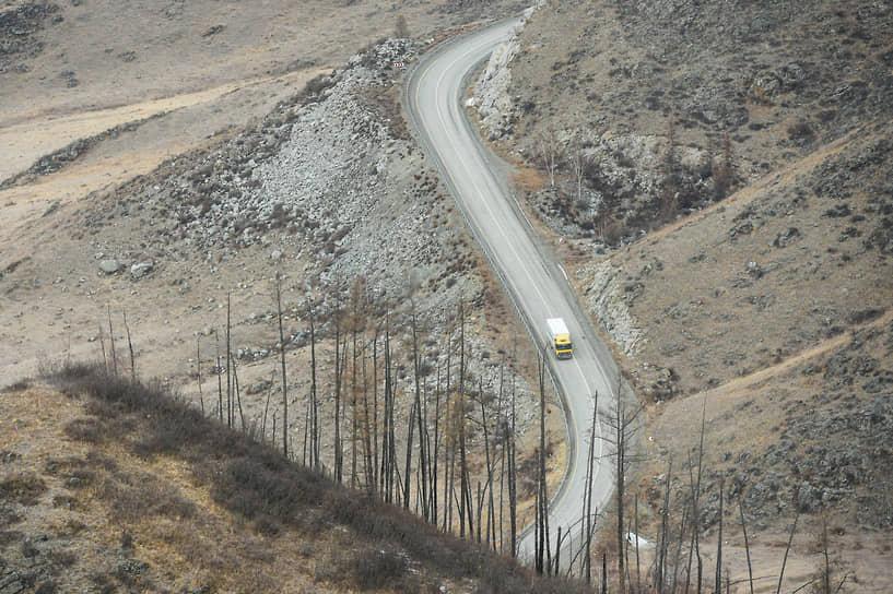 Зимние виды Республики Алтай. Горный перевал «Чике-Таман» на автомобильной дороге М-52 «Чуйский тракт» в Республике Алтай