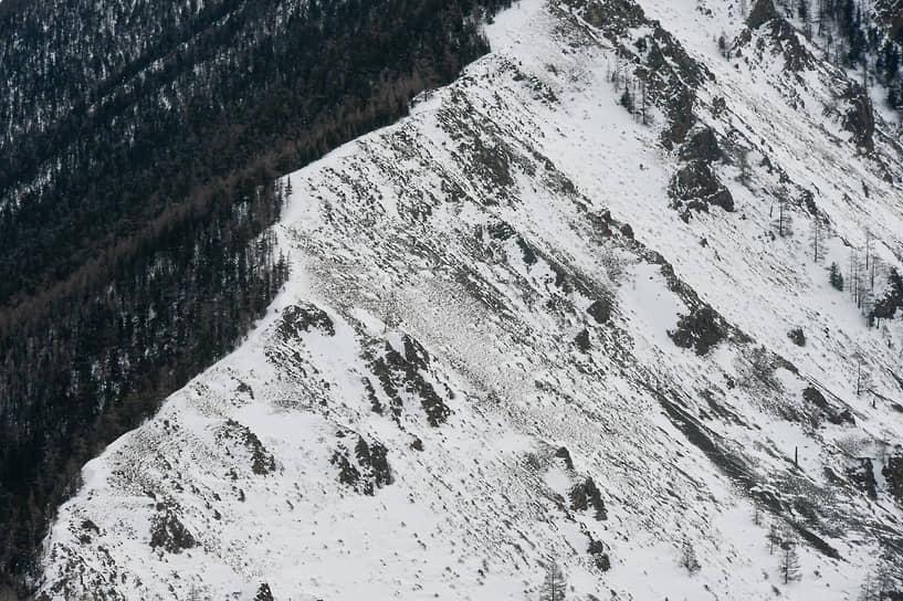 Зимние виды Республики Алтай. Горные вершины в районе Курайской степи и долины горы Актру
