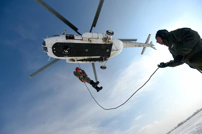 За одну тренировку специалисты спускаются 190 раз с высоты от 10 м до 40 м