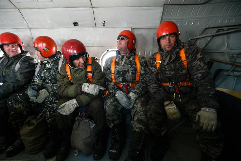 В процессе тренировки «лесной спецназ» отрабатывает взаимодействие между членами десантной группы в экстренной ситуации
