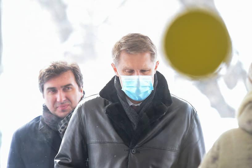 Константин Хальзов (слева), министр здравоохранения Новосибирской области во время посещения министром здравоохранения РФ Михаилом Мурашко (справа) Госпиталя ветеранов войн № 3 в Новосибирске