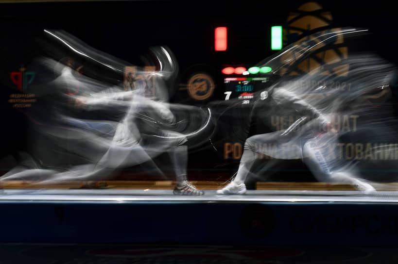 Чемпионат России по фехтованию в Сибирском региональном центре фехтования Станислава Позднякова. Спортсмены во время соревнований