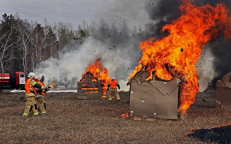 Учения по спасению села Зимари, Алтайского края провели пожарные ГУ МЧС России
